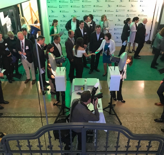 SGKB: 3-fach Fotostation mit Greenscreen am WTT Young Leader Award St. Gallen