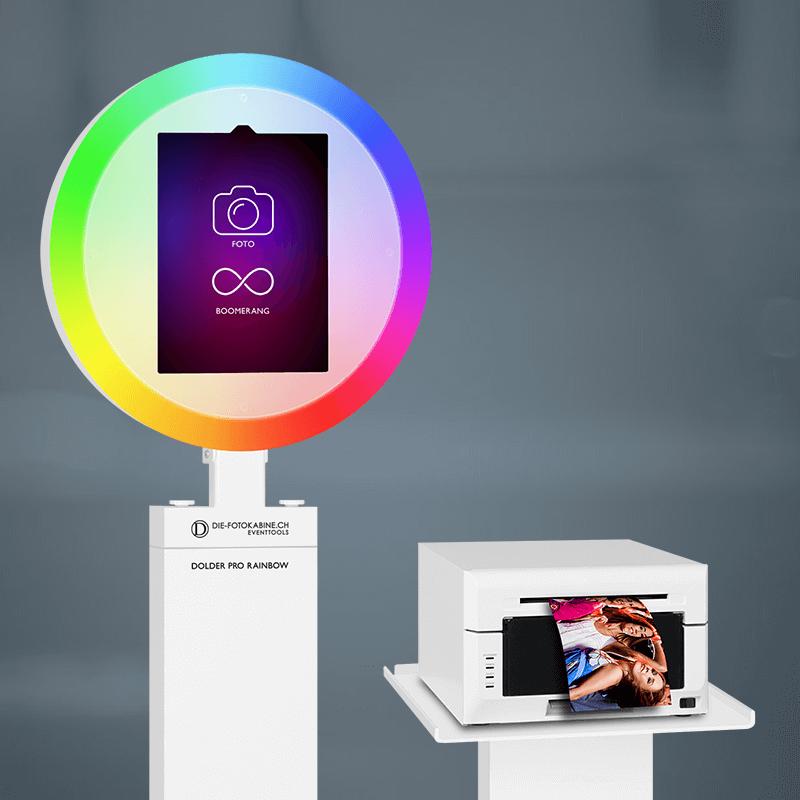 Fotobox mieten mit Regenbogen-Effekt und virtuellen Requisiten